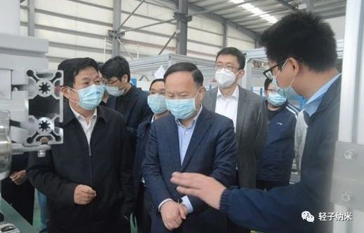 Vice Mayor Zhao Hai and his delegation first inspected the production site.