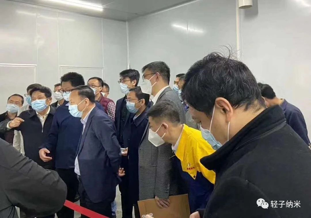 Dr. Zhu Ziming, General Manager of the company, introduced the production line and membrane products of nano-fiber masks